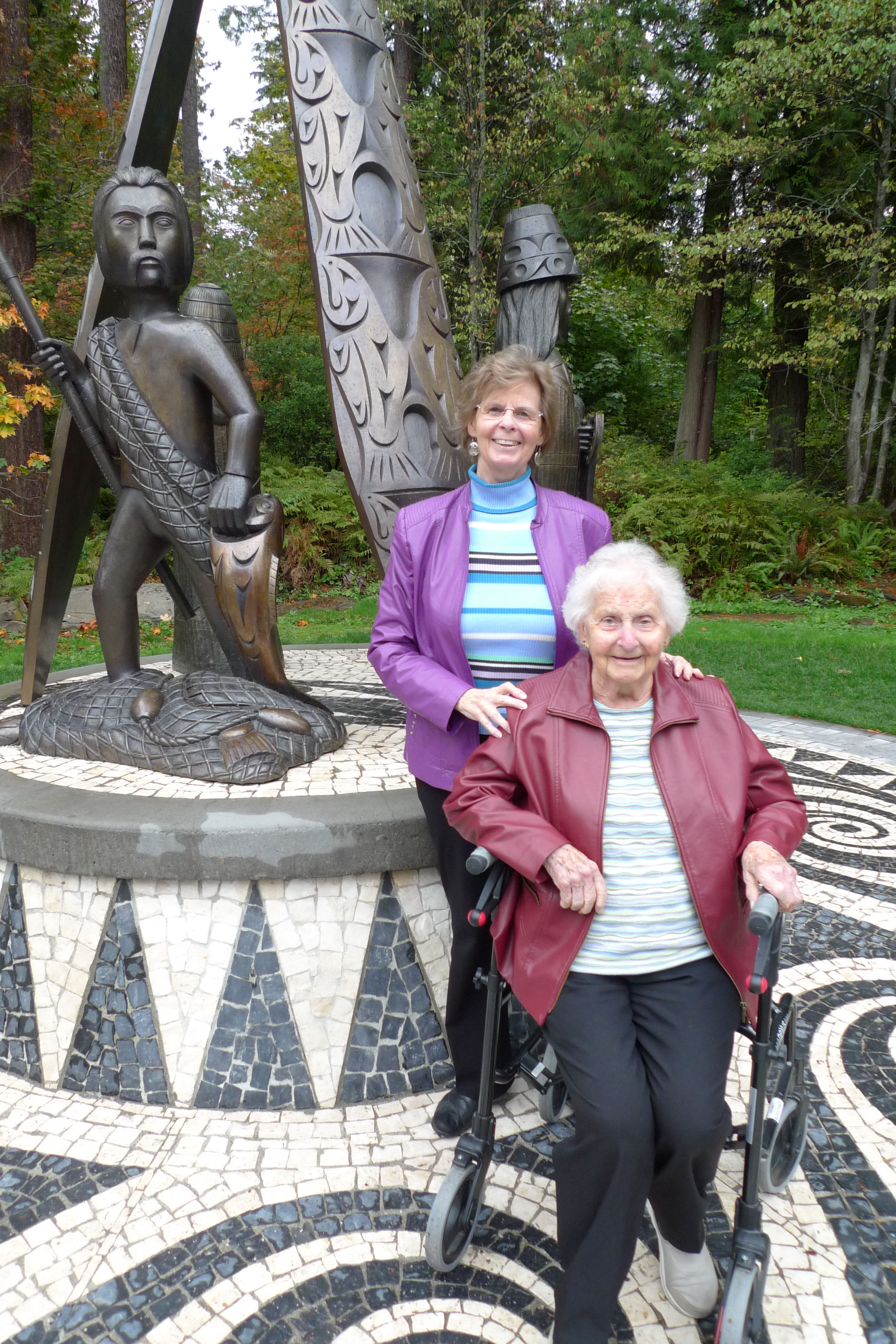 Edie and Henny at Stanley Park Statue